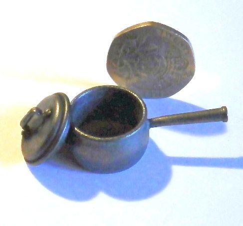 Medium Iron Pan with Lid